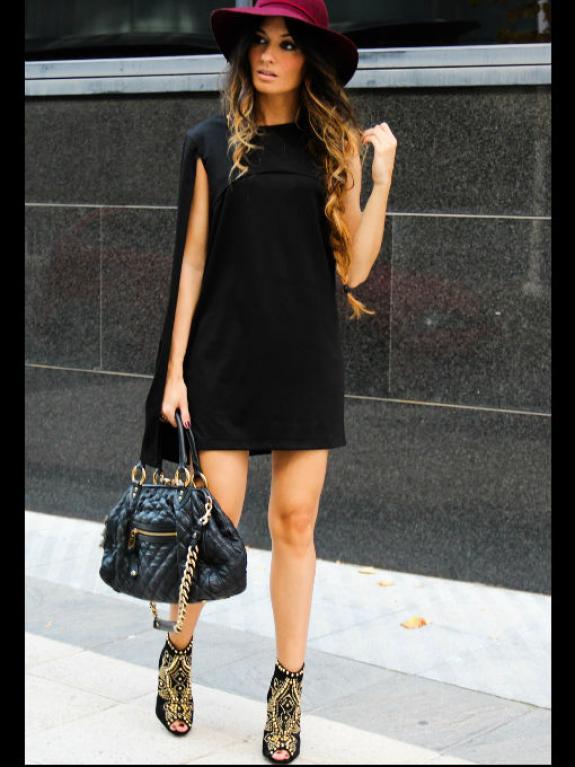 Combinar un vestido negro corto